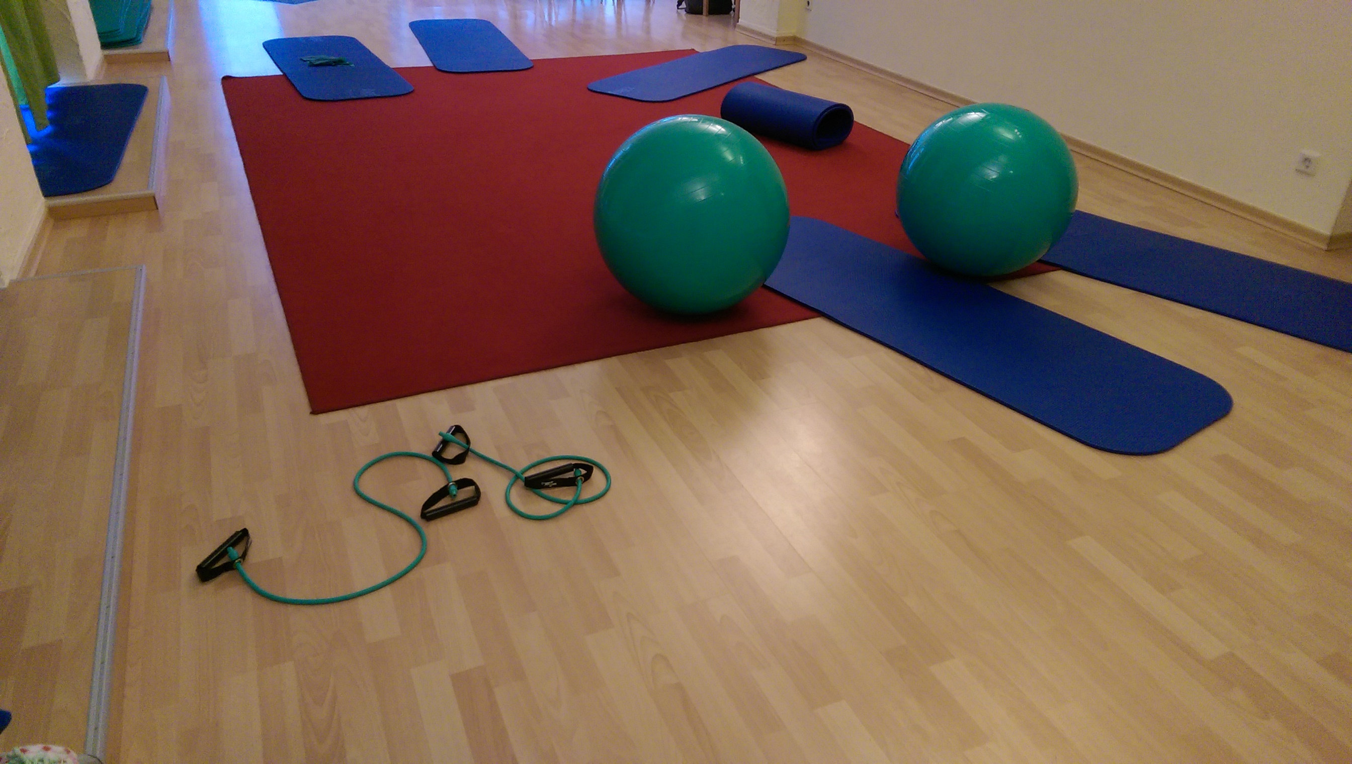 Rückbildungs-gymnastik / Beckenboden-gymnastik mit Baby